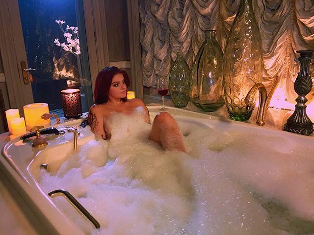 Ariel Winter nude on Instagram